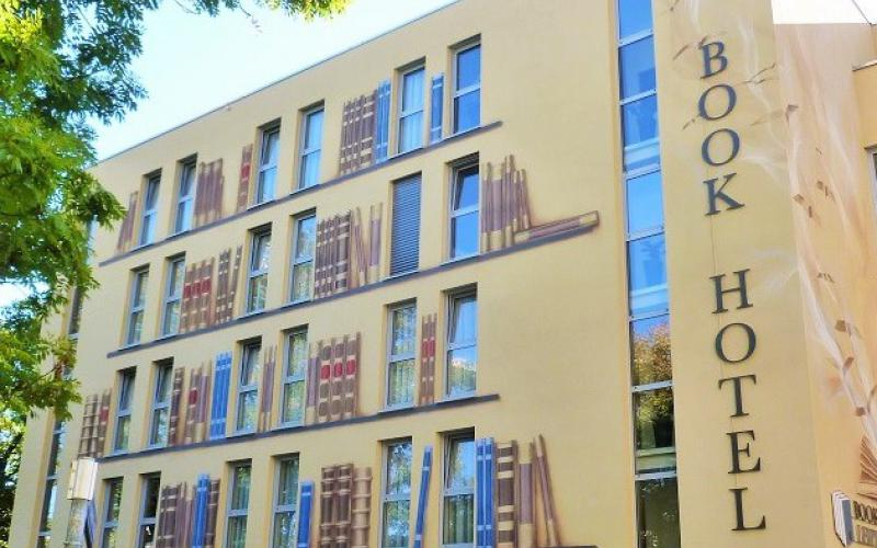 Book Hotel***